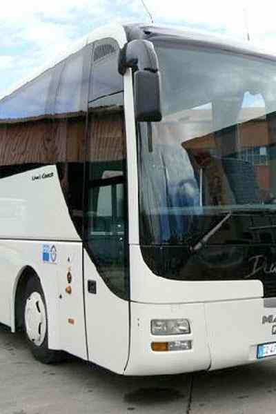 autista-servizio-taxi-bus-36-posti-cagliari-sardegna