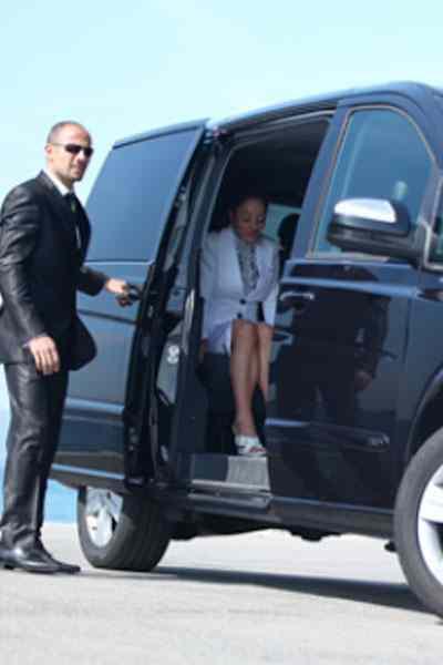 autista-servizio-taxi-minivan-cagliari-sardegna